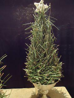 Adventsobjekt 2014 - object of pine needles~ Design:Daniela Renner, Blumen Renner Lörrach   pinned by Martina Renner via Hansjörg Renner
