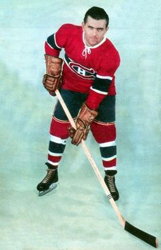 Le Rocket portait fièrement son numéro 9 !!! Maurice Richard - early 50's Montreal Canadiens, Maurice Richard, Women's Hockey, Infinite Earths, National Hockey League, Athletes, Nhl, 1930s, Baseball Cards