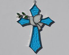 Stained Glass Cross with Peace Dove and Olive Branch suncatcher - Modern Stained Glass Cookies, Stained Glass Ornaments, Making Stained Glass, Stained Glass Christmas, Stained Glass Birds, Faux Stained Glass, Stained Glass Panels, Stained Glass Projects, Stained Glass Patterns