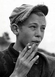 Rokende jongen in speeltuin / Smoking boy at a playground | Flickr - Photo Sharing!