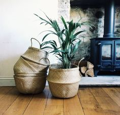 Handmade natural seagrass baskets are so versatile, store your blankets, toys or even use them for your plants. Available in black and natural DIMENSIONS: 32cm x 35cm Ask us about our wholesale prices on these