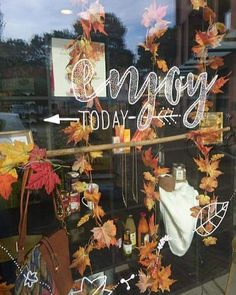 Boutiquizing Inspo: Fall is every hipster's favourite time of year, so it makes perfect sense for the season to suit hipster-style design so well. Just don't let everyone know... Trendwatch: Liquid chalk markers  Calligraphy  Hipster-style  Window art  Fall & Autumn. Artwork by @raamtekening