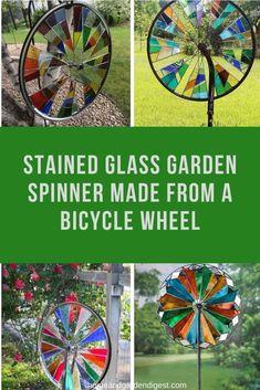 Bicycle Rims, Bicycle Wheel, Bicycle Art, Bike, Garden Crafts, Garden Ideas, Garden Spinners, Chalkboard Calendar, Tabletop Accessories