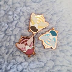 Hard Enamel Pin, Accesorios Casual, Cool Pins, Pin And Patches, Pin Badges, Cute Jewelry, Lapel Pins, Pin Collection, Mini