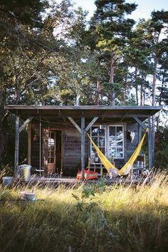 Wer träumt nicht von einer kleinen Hütte? Von einem Ort des Rückzugs und der Stille, minimalistisch, mitten im Grünen. Diese kleinen Häuser können als Inspiration dienen.