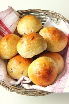 Petits pains au lait et aux raisins :: Milk Buns with Raisins