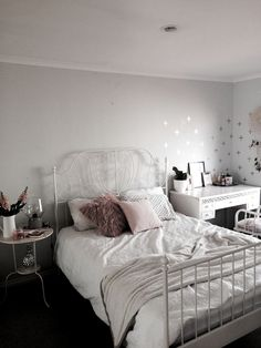 The post appeared first on Schreibtisch ideen. Teen Room Decor, Diy Room Decor, Bedroom Decor, Home Decor, Ikea Bedroom, Room Decorations, Bedroom Bed, Master Bedrooms, Bedroom Furniture