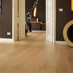Quickstep Largo Natural Varnished Oak Planks Laminate Flooring is a very traditional looking floor that offers a lot of warmth and character Hallway Flooring, Oak Laminate Flooring, Parquet Flooring, Flooring Ideas, Pvc Flooring, Hardwood Floor Colors, Hardwood Floors, Quickstep Laminate, Quick Step Flooring