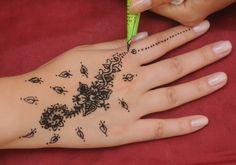 Tatuagem de hena preta pode causar alergia