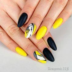 Ногти женщины должны быть шикарны всегда. На дворе лето, а значит, стоит тщательно изучить модные тенденции летнего маникюра 2017 и посмотреть фото новинок дизайнов ногтей. Форма ногтей, которая в тре...