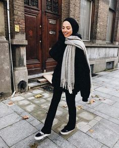 Smart and cute hijab outfits – Just Trendy Girls Modern Hijab Fashion, Street Hijab Fashion, Hijab Fashion Inspiration, Inspiration Mode, Muslim Fashion, Modest Fashion, Fashion Outfits, Casual Hijab Outfit, Hijab Chic