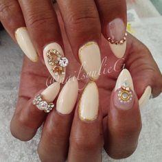 Creme Gold Bow Stiletto Almond Nails @nailsyulieg