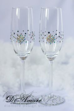Winter wedding champagne glasses white wedding por DiAmoreDS