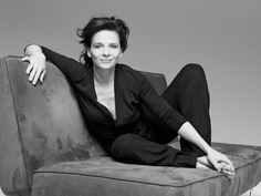 Juliette Binoche (born 9 March is a French actress, artist and dancer. Since Binoche is a patron of the French Cambodian charity Enfants d'Asie. Juliette Binoche, Mademoiselle Mode, Beautiful People, Beautiful Women, People Of Interest, Foto Art, French Actress, Strike A Pose, Photo Poses