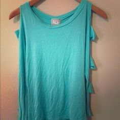 I just discovered this while shopping on Poshmark: teal cutout sleeve top. Check it out!  Size: M