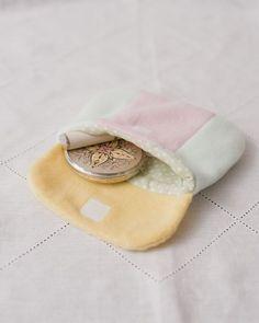 カラフルなフリースポーチの内側には、キュートな水玉を合わせて。/ふわもこ素材で作るかわいい冬小物(「はんど&はあと」2012年1月号)