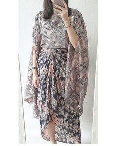 Image may contain: one or more people and people standing Kebaya Hijab, Batik Kebaya, Kebaya Dress, Model Kebaya Modern, Kebaya Modern Dress, Blouse Batik, Batik Dress, Muslim Fashion, Hijab Fashion