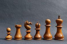 Résultats de recherche d'images pour «chess sets antique»