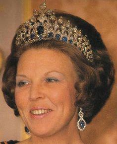 Sapphire Parure Tiara (Queen Beatrex of the Netherlands)(31 Kashmir sapphires and 655 brilliant cut south african diamonds set in platinum...)