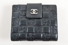 Brand:     CHANEL   Material:     Leather      Color:     Black   Style:     Bifold      Country/Region of Manufacture:     Italy       Size: N/AColor: BlackStyle: Bi-FoldMade In: ItalyFabric Content: Exterior: L...