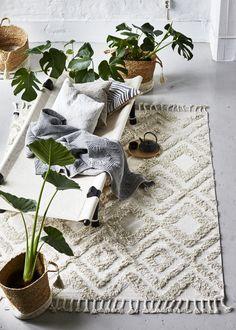 Copenhagen Carpet White Copenhagen is a cozy and elegant carpet from C . - home-dekor - Home Sweet Home Dream Furniture, Furniture Decor, Christmas Decorations To Make, Christmas Diy, Classic Living Room, White Carpet, Classic Interior, Classic Collection, Home Rugs
