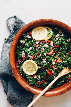 PERFECT Grain-Free Tabbouleh Salad! Detoxifying, 6 ingredients 1 large bundle (~4-5 cups or 300 g) fresh parsley, chopped (curly, not Italian | organic when possible) 1/3 cup (53 g) red onion, diced 1 red bell pepper (~150 g), diced (or sub cherry tomatoes | organic when possible) 1 lemon, juiced (3 Tbsp or 45 ml) 1-2 Tbsp (15-30 ml) extra virgin olive oil (optional if avoiding oil) Pinch each sea salt and black pepper optional: 3 Tbsp (30 g) hulled hemp seeds
