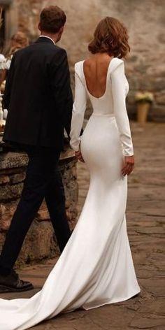 Wedding Dress Low Back, Long Sleeve Wedding, Dream Wedding Dresses, Bridal Dresses, Civil Wedding Dresses, Simple Wedding Dress Sleeves, White Simple Wedding Dress, Couture Wedding Dresses, Timeless Wedding Dresses