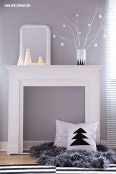 #Kaminumrandung #Kaminkonsole #Kaminspiegel Weiß weihnachtlich dekoriert