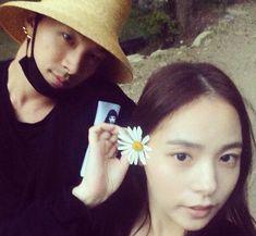Umumkan Siap Nikah Taeyang Dan Min Hyo Rin Banjir Dukungan Netter  Forumviral.com -  Taeyang dan Min Hyo Rin mengejutkan publik dengan kabar barunya pada Senin (18/12). Bagaimana tidak, member Big Bang itu tiba-tiba dikabarkan siap menikahi Min Hyo Rin dalam waktu dekat ini.   #Taeyang #MinHyoRin #YgEntertainment #JYP    Selengkapnya  http://www.forumviral.com/2017/12/umumkan-siap-nikah-taeyang-dan-min-hyo.html