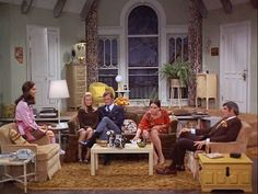 Inspirations:Mary Tyler Moore Show apartment set. Just as Barbie had her dream house Mary Tyler Moore had the perfect studio apartment for the single girl determined to make is on her own. Old Tv Shows, Movies And Tv Shows, Ed Vedder, Mary Tyler Moore Show, Sunken Living Room, Living Rooms, Moore House, Home Tv, Vintage Tv