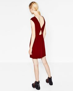 STRAIGHT CUT DRESS WITH LOW-CUT BACK