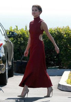 Selena Gomez - David Henrie & Maria Cahill's Wedding in LA 21 April, 2017 Selena Gomez Outfits, Selena Gomez Photos, Selena Gomez Style, Selena Selena, David Henrie, Wedding Congratulations, Marie Gomez, Red Carpet Dresses, Hollywood Celebrities