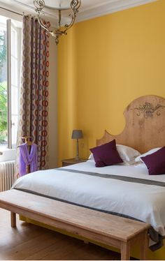Château Le Thil Comte Clary - Pessac Léognan - Château Smith Haut Lafitte - Florence et Daniel Cathiard Pessac, Florence, Bed, Furniture, Home Decor, Quartos, Home Ideas, Home Decoration, Bedroom Yellow