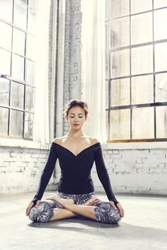 Model Yano Shiho, the mother of adorable Choo Sarang, showed off elegant yoga poses in a photo shoot with 'STL'! Fitness Brand, Yoga Fitness, Yoga Photography, Beautiful Yoga, Yoga Fashion, Yoga Wear, Looking Gorgeous, Yoga Poses, Photoshoot