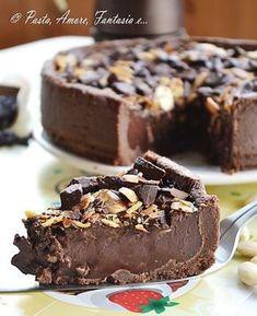 Torta gelato con cioccolato e mandorle, ricetta dolce Ice Cream Desserts, Frozen Desserts, Just Desserts, Delicious Desserts, Homemade Sorbet, Homemade Popsicles, Gelato Homemade, Sweet Recipes, Cake Recipes