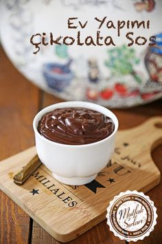 Homemade Chocolate Sauce - Tricks of the recipe, thousands of recipes and more . Cupcake Recipes, Cupcake Cakes, Snack Recipes, Dessert Recipes, Cupcakes, Sos Recipe, Italian Chicken Dishes, Italian Foods, Homemade Chocolate Sauce