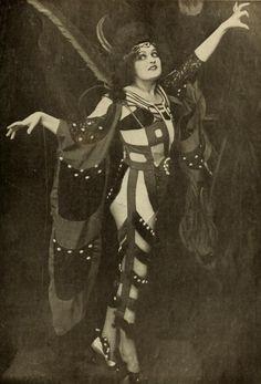 Fern Andra in Genuine (Robert Wiene, 1920) fromCinéa magazine.