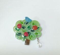 小鳥と リンゴの木 のブローチ