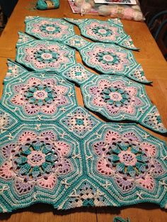 Use crochet granny squares and hexagon motifs for this gorgeous tiled crochet blanket