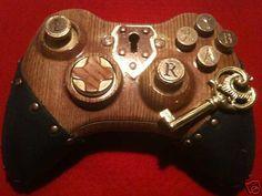 Jolie cette manette steampunk xbox 360 , surtout avec la petite clef :).  I want a PS3 version