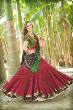 Over-full red belly dance skirt and white petticoats swept out. Garba Dress, Choli Dress, Tribal Fashion, India Fashion, Dance Outfits, Skirt Outfits, Indian Dresses, Indian Outfits, Bollywood Lehenga