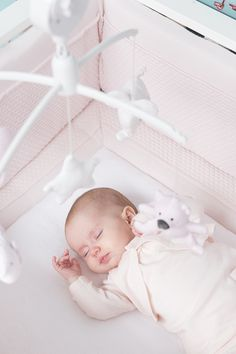 Babykamer - Babyroom - Nursery - Babybox - Baby playpen - Boxbumper - Boxkleed - Musical Mobile - Playpen mat - Playpen bumper - Boxmobiel