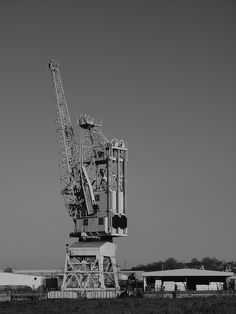 The last crane Rochester riverside walk by the river medway [shared]