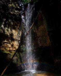 """Reposting @ma_sisiliani: """" Não deixem que os outros ditem o que você deve ser. E, principalmente, não deixem o coração ser abafado pelo ego. Não vale a pena!"""" Cachoeira da RPPN de Ponte Alta - Uberaba/MG 📸: @ma_sisiliani  #maisAmorSempre #tchelaFotografa #naturePhotos #nature #cachoeira #minasLovers #riquezaMineira #instaDaily #instaPhoto #instaGood #goodVibes #hakunaMatata"""