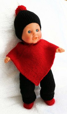 un joli ensemble de Tinou Baby Born Clothes, Preemie Clothes, Knitted Poncho, Knitted Dolls, Doll Costume, Snood, Layette, Crafty Kids, Doll Patterns