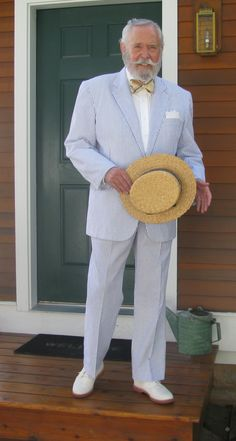 Southern Gentleman in a seersucker suit :)) Southern Men, Southern Gentleman, Gentleman Style, Southern Charm, Southern Style, Older Mens Fashion, Suit Fashion, Sharp Dressed Man, Well Dressed Men