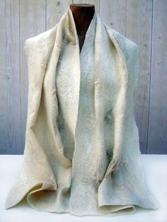 roomwitte wolle sjaal met zijden draad en kant
