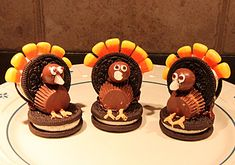 Take these as a treat for Rylie's daycare/preschool this coming thanksgiving!! Here is a cute idea for thanksgiving, no recipe but pretty self explanatory
