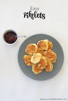 Easy Pikelet Recipe - great for the kids dessert breakfast or as a lunch box snack. Both regular and thermomix instructions included. Best Breakfast, Breakfast Recipes, Pancake Recipes, Breakfast Dishes, Breakfast Ideas, Pikelet Recipe, Lunch Box Recipes, Lunchbox Ideas, Yummy Recipes