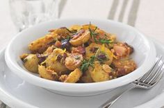 Francouzské brambory | Apetitonline.cz Cooking Time, Curry, Meals, Ethnic Recipes, Food, Curries, Meal, Essen, Yemek